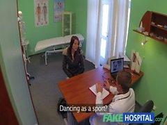 Sıcak vücut ile FakeHospital Muhteşem direk dansçısı doktor ilac Yutulması