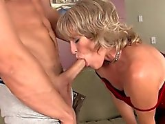Kiimaisen kypsät -pelaaja hänen pussy cum täynnä