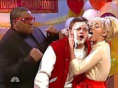 Miley Cyrus lecken von Jon Rudnitsky das Gesicht