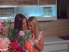 Mi amor de la cocina por Sapphic Erotica - lesbianas amor porno con