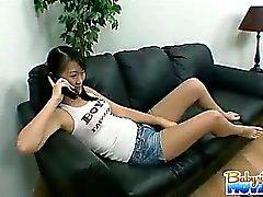 Sexy brunette bebek bakıcısı Evelyn'in Ling yakalandığı için