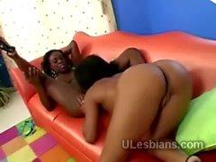 2 Big booty ebonies go frechen auf einander durch deren Muschis tonguing