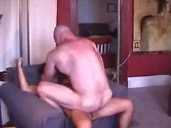 Tiempo cogida muscular de papá