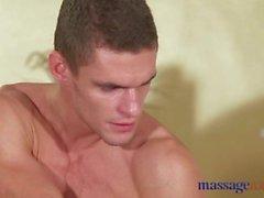 Massage Hot Milf suce et baise jeunes gars dur grosse bite
