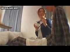 Сладкие и рогатый японской няня обслуживает весь госпиталь