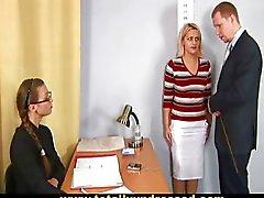 Busty sarışın için şok çıplak iş görüşmesi