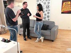 EXPOSED CASTING - Serbische Babe wird in heißem Vorsprechen gefickt
