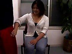 Lockande japanska babes arbetar sina skickliga händer på Har