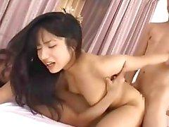 Sexe en groupe chinoise avec japonaise douce