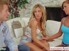 Pollitos bisexuales Capri Cavanni y Whitney Westgate comparten polla