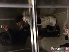 Blowjob im Elevator