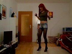 Sandralein33 Rousses du tabagisme de Hot court Jeans Danse