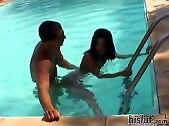 Аманду получил принято сзади в бассейн