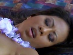 Setri Nyomi Marcela - baiser dans le jardin