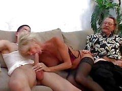 Ältere Typ lässt seine Gattin bumsen