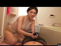 Грудастая Японский подросток мастурбирует Ванна