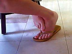 Ungestellt asiatische Bibliothek Mädchen Füße und Beine Part 1