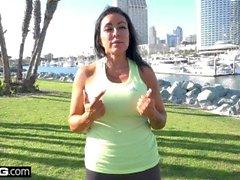 MILF Simone Garzas Muschi ist bereit für ein Training