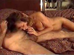 Papà baffi con un grosso cazzo scopa la moglie