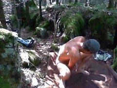 Pissing och wanking i skogen