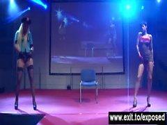 Extremen Lesbischer Sex über 1000 Publikum
