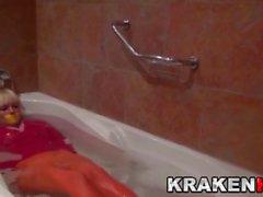 BDSM Литье с Эстефани Тарраго в ванне