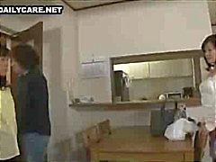 Naughty Aziatische huisvrouw krijgt haar hairy bush speelde en geneukt