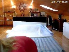 busty milf askin för lite kul på webbkamera