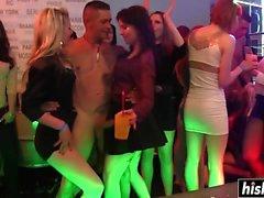 filles Club aiment baiser dur