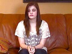 Teini teini on hammasraudat munaa koskevan casting sohvalla
