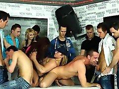 Killar få huvud vid bisex orgier
