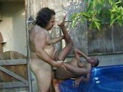 Ebony afuera piscina mujerzuela martillado por la de ron