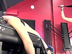 BDSM Domina analizes sub avec fuckmachine