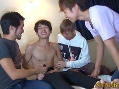 Les minets japonais gays sucent