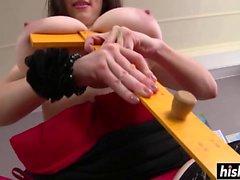 Учитель Карина Харт показала свои сиськи