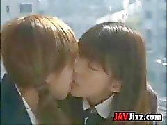De escola japonesa que beijam