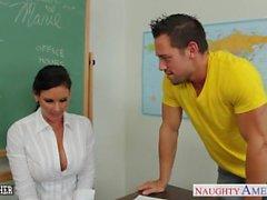 maestro chesty Phoenix Marie toma la polla en el aula