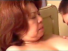 Бабушка японская ебет молодой мальчик