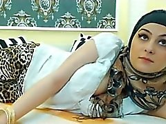 ARAB - HOT SEXY Girl in HIJAB