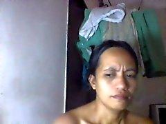 filipina maman de Shanell danatil 27 montrant ses gros tits