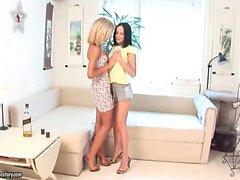 Angelina e Loana - Horny Cuties
