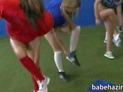 College sorority pelaa alasti jalkapalloa ja pillua köniinsä