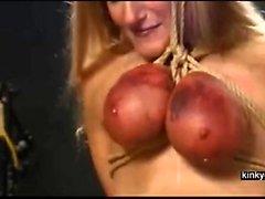 slaven går upp via brösten