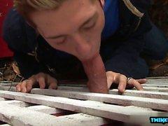 Брюнетка Twinks анальный секс с Сперма