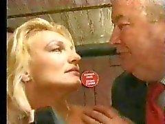 FRANSIZ DÖKÜM 11c sarışın hatun lanet yapay penis ve yumruk