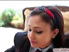 Schoolgirl ist zum kotzen Lollipop und Hahn
