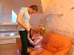 äiti ja poika salaisuus