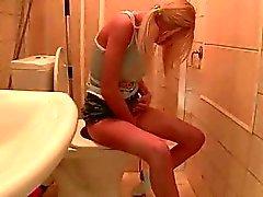 Горячий девственница секса в ванной комнате