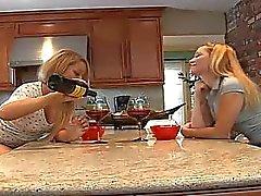 Zwei sexy verführerische Süße Mädchen leckt jeweils anderen Fotze !