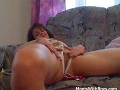 MILF дает A Masturbation Private Show